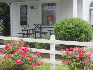 Cottage in the heart of historic Vermilion - steps to the beach