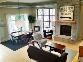 Breeze! 3-bdrm Loft - Historic Winery Conversion; Sleeps 6/pet friendly/hot tub