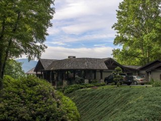 BIG VIEW, WAYNESVILLE LOCATION, CENTRAL TO ALL SMOKEY ACTIVITIES, GOLF, LUV PETS