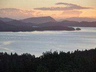 Very spacious modern home Sleeps 8 - Stunning ocean views