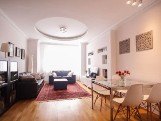 Exclusive Vinohrady Location - Charming 2 Bedroom/2 Bathroom w/Balcony &Elevator