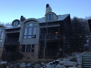 Spacious 3 Story Town Home That Sleeps 12, 150 Yards From The Chairlifts