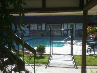 Next to Lake, Pool, 10 Acre Park, 1 Mile to Town, Best Prices