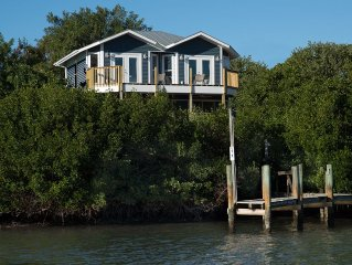 Little Gasparilla Island waterfront home. Private Dock -Smoke and Pet Free