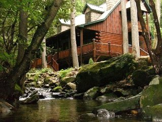 Wilderness Resort Cabin With Spectacular Water Fall.