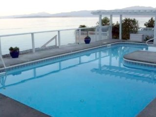 On the beach. Private pool & hot tub. Incredible view of Georgia Strait.