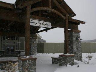 Soaring Eagle 2 BR, Top Floor, Long range sunset views, Ski in/out