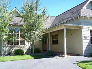 3 Bedroom, Single Story, 2 minutes to Recreation Center