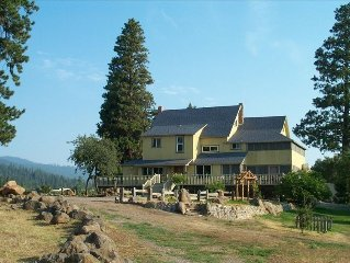Year-Round Getaway w/ Commercial Kitchen Just Outside Crater Lake National Park
