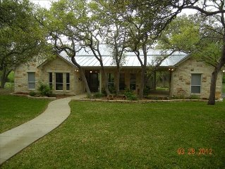 2 BR Hill Country Guesthouse on 18 Acres 2 Miles from Boerne!!