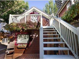 Cute & Cozy Suite By Victoria Harbour
