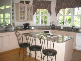 Beautiful home w/ Guest House! Golf Course View.