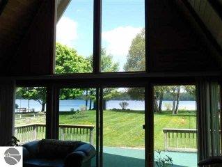 Single family!  Duck Lake, Interlochen Traverse City--Chalet direct on the Water