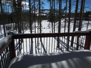 Beautiful Winter Park Townhouse- Downtown, Great Mtn Views, Private Hot Tub!