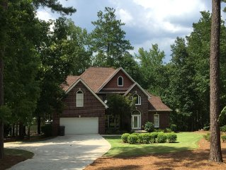 4 BDR Artsy & Spacious Farm House Lakefront in Reynolds Plantation