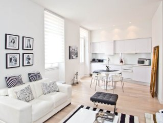 Renovated, Sophisticated & Luxury 2 Bedrooms, A/C, 7 Mns Walk Palais Festival