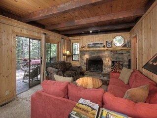 Charming Private Woodsy Lake-Tahoe-Style Retreat Warm Cozy Family Ski Cabin Wifi