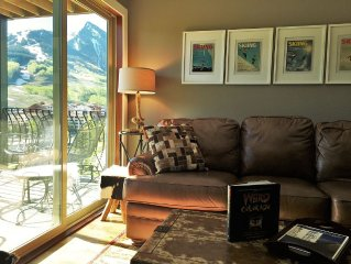 Mt.Crested Butte view, End Unit-3 BR Suites w/ bath. Free Shuttle Pool, Hot Tub