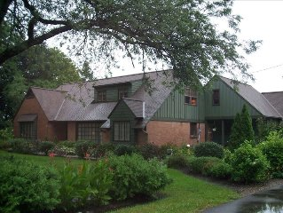 ALLEGAN ACRES: Luxury 4-Season Home: Pool,Outdoor Hot Tub,Fireplaces,Fire Pit