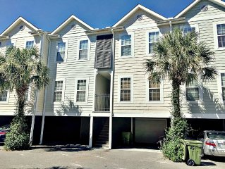Beautiful 3 Bed/3 Bath Townhome Short Walk to the BEACH!!