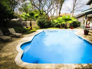 JUST LISTED!  Private Pool & Hot Tub, Minutes from San Antonio Attractions