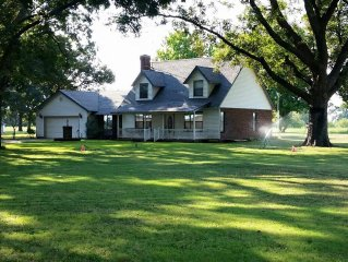 The B&E is a beautiful private country home. Fishing pond, hot-tub & game rooms