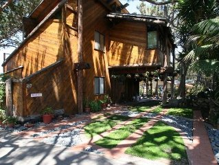 1/2 block to the beach and 2 Blocks from Downtown Del Mar
