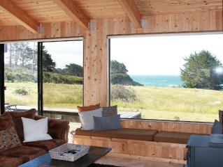 Windsong...Oceanfront Views from ALL rooms, Single Story, & Private Hot Tub