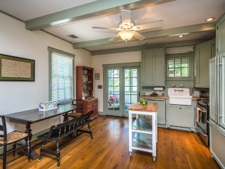 Historic, Sunny Cottage - Walk To Waterfront Parks And Downtown!