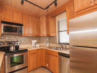 Updated Family Friendly Beachside Tower Condo Includes Golf Cart!