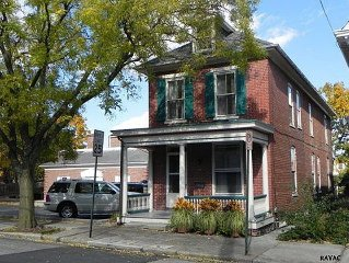 B Catherine Culp House~Victorian Charm~Located in Gettysburg's Historic District