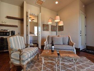 Room 6 At Barons Creek Vineyards- 1/4 Master Suites- 290 Wine Tours