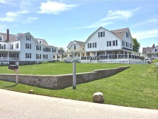 Beautiful ocean front lawn - Walk to Downtown Short Sands & long, Stunning View