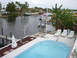 Waterfront. Heated Pool. Dock, Fishing, Kayaks, Bikes,