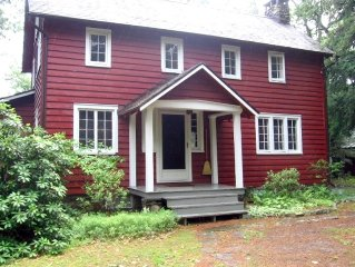 Charming Secluded Craftsman Mountain Cottage Minutes to Woodstock