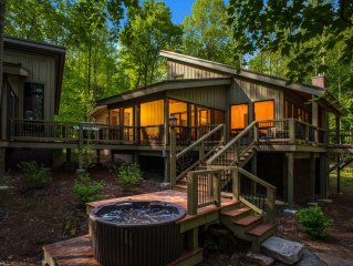 Luxury Tree House near Fayetteville, WV and the New River Gorge.  Sleeps 12.