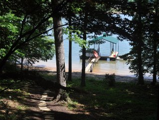 Steps to Lake, Beach, New Dock with  Wide water views. Perfect Family Vaca spot!