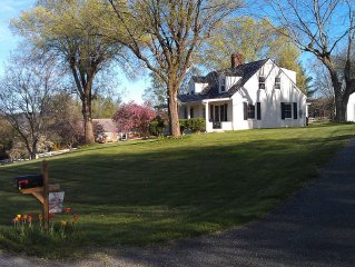 Carol's Cottage- 3 miles from W&L and VMI! Walking distance to VHC!