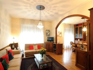 Large, bright apartment in city center, walking distance to piazza Duomo & more