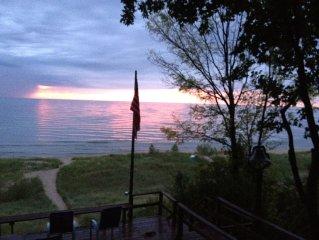 Family Friendly Lakefront Cottage, Sleeps 9!