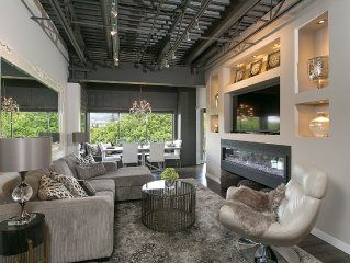 Luxury Waterfront - Downtown - Spectacular Decor!