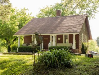 Cozy Country Cottage 25 Min. from Downtown Nashville!!