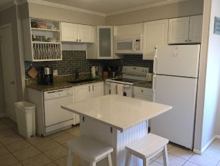 Newly Updated First Floor Unit 2 Bedroom Villa Close To Beach
