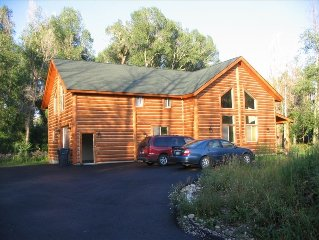 Great Location Year Round Vacation Cabin. Ski, Hike, or Shop!