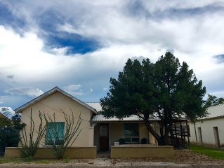 Warm, Private, Downtown Adobe Home W/ Modern Finishes & Comfortable Furnishings