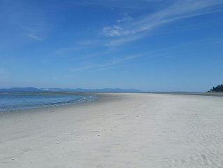 Beachview Cottage at Kye Bay- miles of sandy beach at your doorstep!