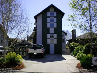 2 Bdrm- 2 lofts Ballard Apartment Air conditioned.