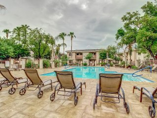 Lovely Gated Resort Style Condo of Desert Breeze  December Special!!!