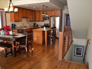 Completely Renovated Large Sunny 3 BR Townhouse (Sleeps 8)
