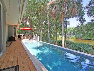 Private Pool 9/10 mile to beach Sleeps 10. Visit our Sister Home VRBO#602408